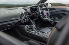 Audi R8 V10 plus, interior