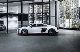 Audi R8 V10 plus selection 24h, side