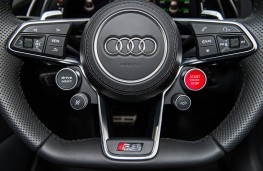 Audi R8 V10 plus, steering wheel