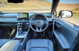 Toyota RAV4, interior
