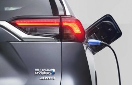 Toyota RAV4 Plug-in, 2020, charging