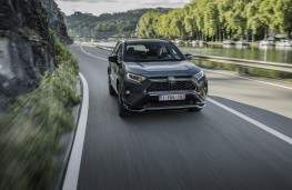 Toyota RAV4 Plug-in, 2020, front, action