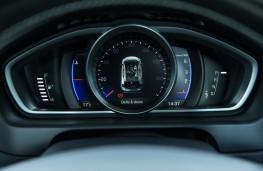 Volvo V40, 2016, R-Design, instrument panel