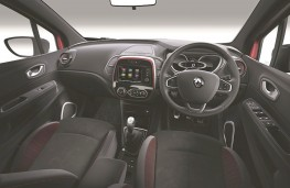 Renault Captur S Edition cockpit