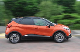 Renault Captur, side action