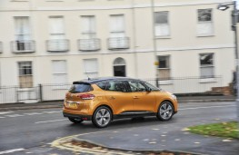 Renault Scenic, side action