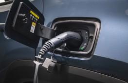 Jeep Renegade 4xe, 2020, recharging