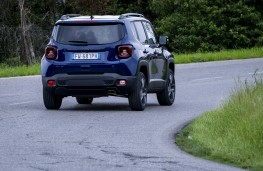 Jeep Renegade S, 2019, rear, action