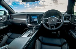 Volvo V60 R-Design, 2019, interior