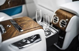 Rolls-Royce Cullinan rear drinks cabinet