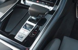 Audi Q8, console