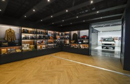 The Range Rover Story, display