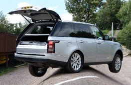 Range Rover 2012, test track, tailgate open