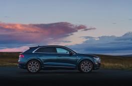 Audi Q8, side