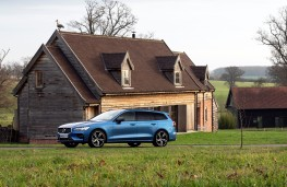 Volvo V60 R-Design, 2019, side