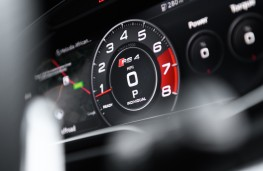 Audi RS 4 Avant, 2018, instrument panel