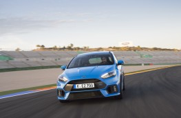 Ford Focus RS, track, head on
