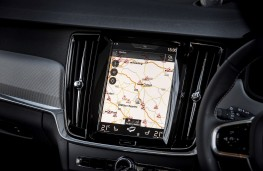 Volvo S90 R-Design, 2017, display screen
