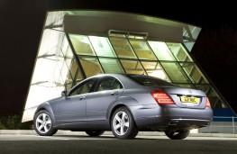 Mercedes-Benz S-Class, rear