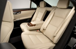 Mercedes-Benz S-Class, rear seats