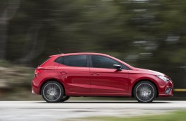 SEAT Ibiza FR, side action