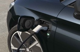 SEAT Leon e-HYBRID charging point