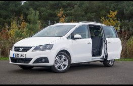 SEAT Alhambra, door open