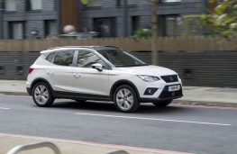 SEAT Arona, side action