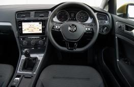 Volkswagen Golf SE, 2017, dashboard