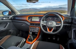Volkswagen T-Cross SE, 2019, interior