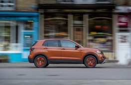 Volkswagen T-Cross SE, 2019, side