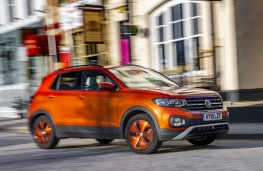 Volkswagen T-Cross SE, 2019, side, action