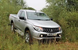 Mitsubishi L200 4Life Club Cab, front, off road