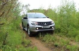 Mitsubishi L200 4Life Club Cab, off road, ruts