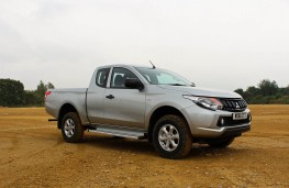 Mitsubishi L200 4Life Club Cab, side