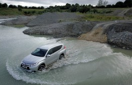 Mitsubishi Shogun Sport, quarry lake