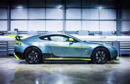 Aston Martin Vantage GT8, side