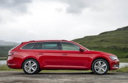 Skoda Superb, estate side static