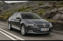 Skoda Superb, front action