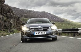 Skoda Superb Hatch, front action