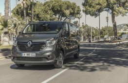 Renault Trafic SpaceClass, 2017, front, action
