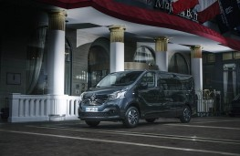 Renault Trafic SpaceClass, 2017, parked