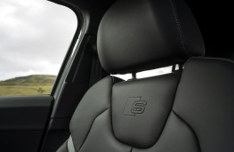 Audi SQ2, 2019, seat badge