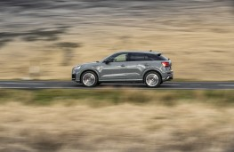 Audi SQ2, 2019, side