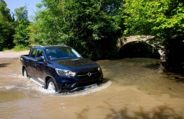 SsangYong Musso, front offroad