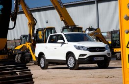 SsangYong Musso EX front threequarters