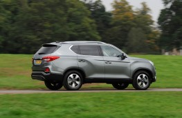 SsangYong Rexton, side action