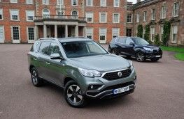 SsangYong Rexton, two cars static