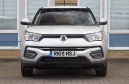 SsangYong Tivoli Ultimate head on