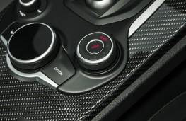 Alfa Romeo Stelvio Quadrifoglio, 2018, DNA drive mode button